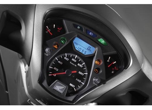 Honda SH 150i ABS, bestseller con consumi record - Foto 7 di 10