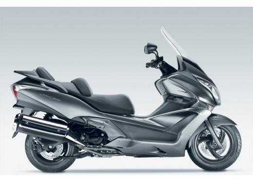 Honda SW-T 400, maxiscooter classico dal motore unico - Foto 2 di 5