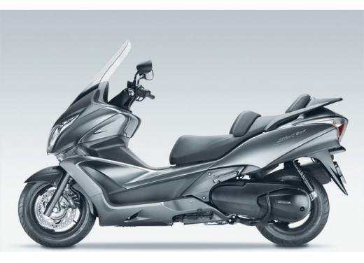 Honda SW-T 400, maxiscooter classico dal motore unico - Foto 3 di 5