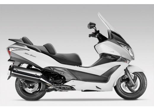 Honda SW-T 400, maxiscooter classico dal motore unico - Foto 5 di 5