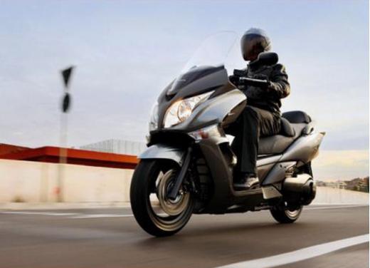Honda SW-T 400, maxiscooter classico dal motore unico - Foto 1 di 5