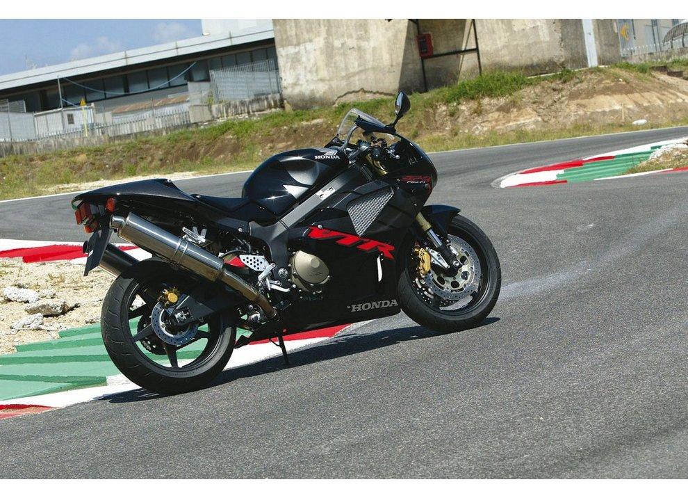 Honda VTR 1000 SP-2: Test Ride - Foto  di