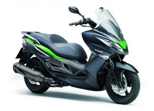 Kawasaki J300 al prezzo base  di 4.730 euro con 4 anni di garanzia e bauletto in omaggio - Foto 1 di 10