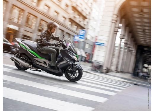 Kawsaki J300, continua la promozione sul nuovo scooter sportivo Kawasaki - Foto 2 di 10