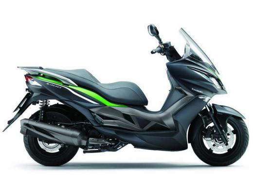 Kawsaki J300, continua la promozione sul nuovo scooter sportivo Kawasaki - Foto 4 di 10