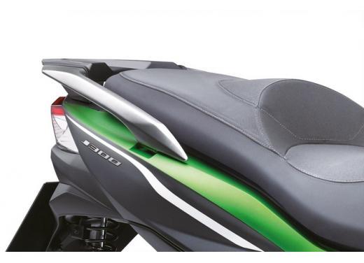 Kawsaki J300, continua la promozione sul nuovo scooter sportivo Kawasaki - Foto 6 di 10