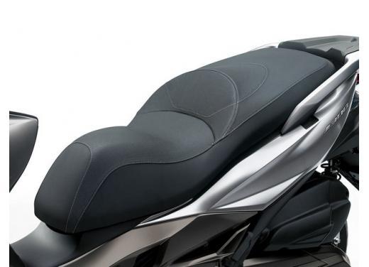 Kawsaki J300, continua la promozione sul nuovo scooter sportivo Kawasaki - Foto 9 di 10