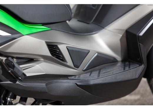 Kawsaki J300, continua la promozione sul nuovo scooter sportivo Kawasaki - Foto 10 di 10