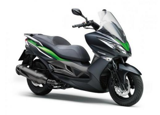 Kawsaki J300, continua la promozione sul nuovo scooter sportivo Kawasaki - Foto 1 di 10