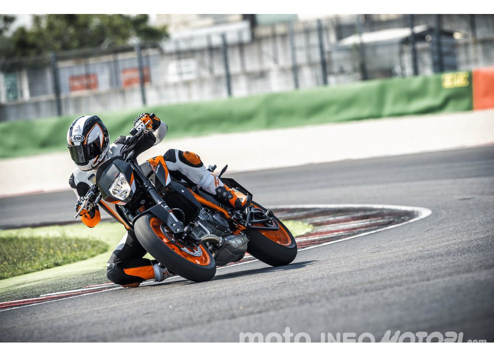 KTM 690 Duke 2016: The rage of the machine - Foto 2 di 11