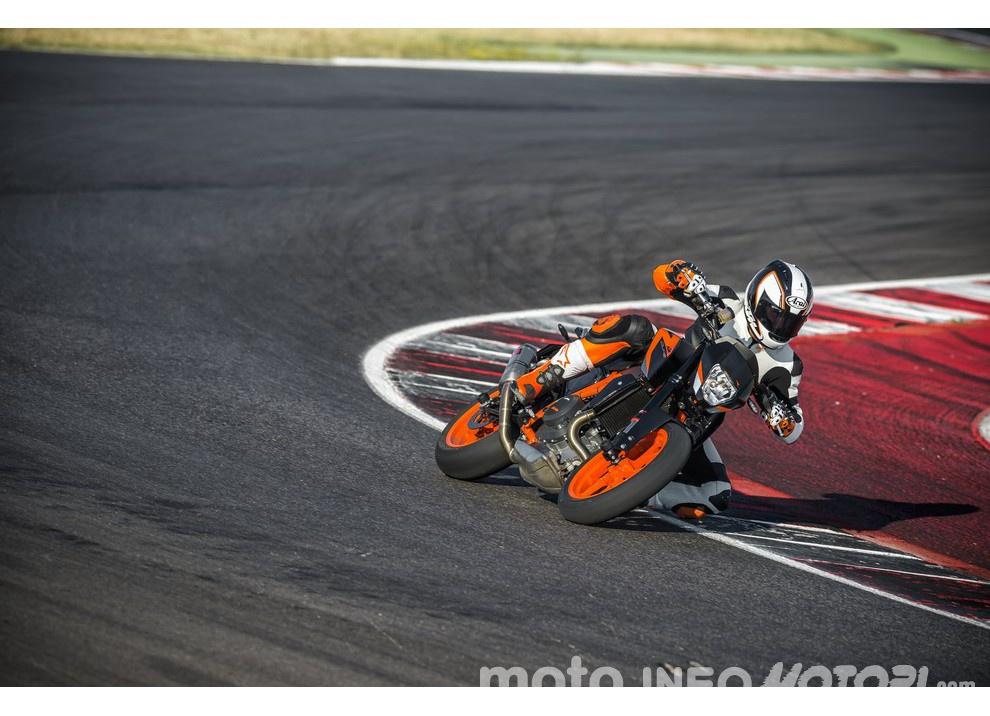 KTM 690 Duke 2016: The rage of the machine - Foto 3 di 11