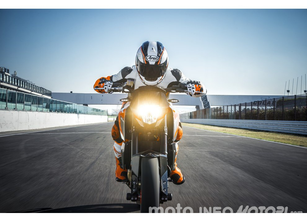 KTM 690 Duke 2016: The rage of the machine - Foto 4 di 11