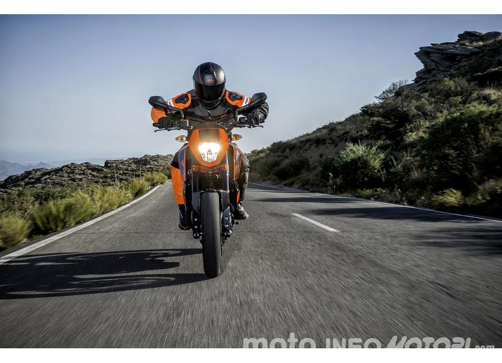 KTM 690 Duke 2016: The rage of the machine - Foto 11 di 11