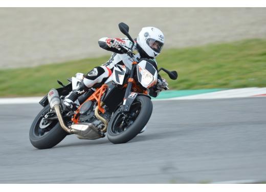 KTM Duke 690 R, la naked monocilindrica che sfida le maxi moto