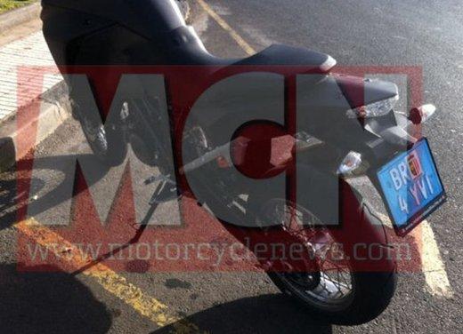 KTM Adveture foto spia della nuova generazione - Foto 3 di 8