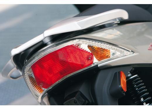 Kymco Agility 125 R16, non chiamatelo scooter low cost - Foto 6 di 28