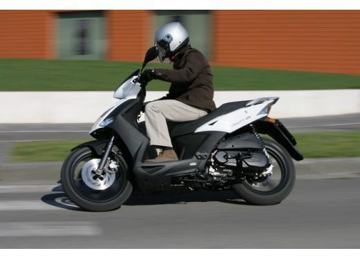 Kymco Agility 125 R16, non chiamatelo scooter low cost - Foto 27 di 28