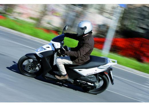 Kymco Agility 125 R16, non chiamatelo scooter low cost - Foto 28 di 28