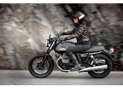 Moto Guzzi V7 supervaluta l'usato, fino a 800 euro di vantaggi - Foto 3 di 5