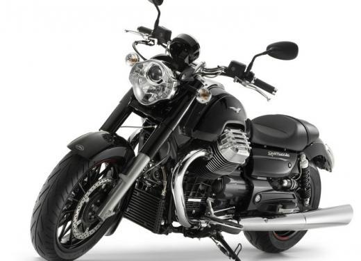 Moto Guzzi California 1400 Custom: Best of the Best Cruiser Motorcycle - Foto 3 di 7