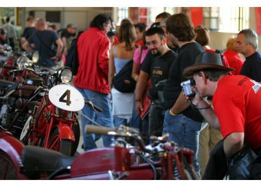 Moto Guzzi, la fabbrica di Mandello del Lario apre agli appassionati - Foto 3 di 5