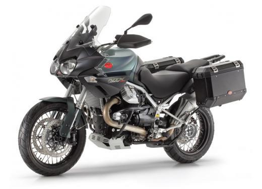 Moto Guzzi: promozioni per i modelli V7, Nevada e Stelvio - Foto 1 di 11