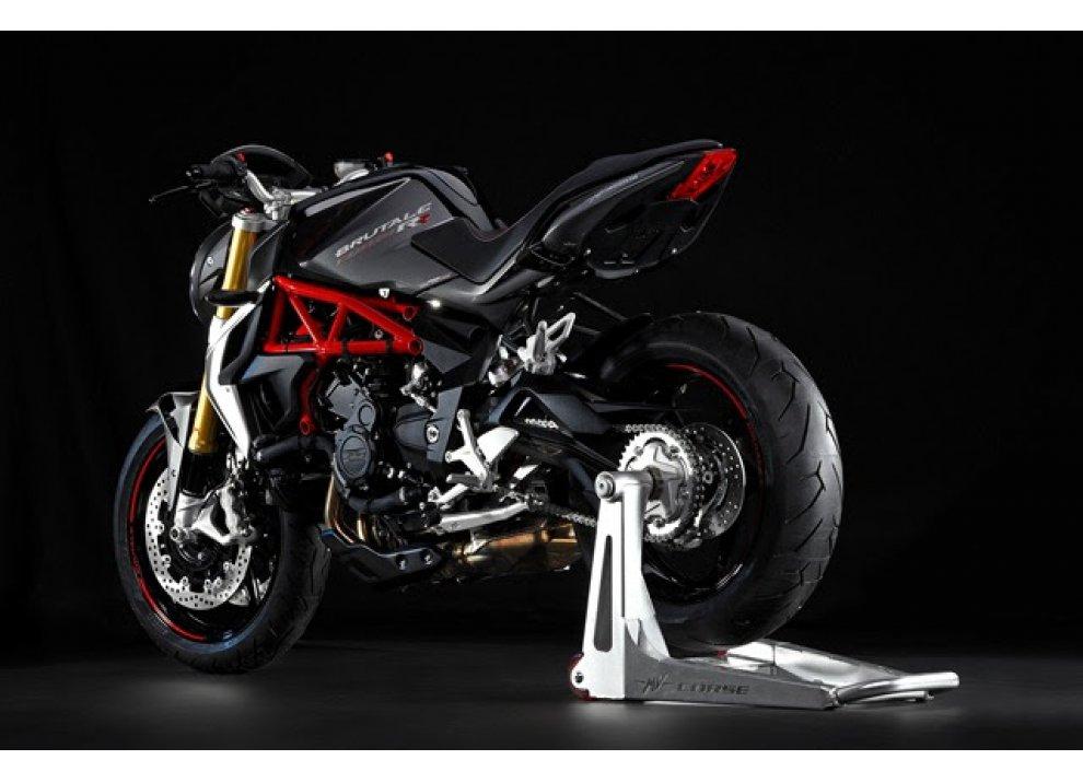 Pirelli Diablo Rosso II scelto da MV Agusta Brutale 800 RR e Brutale Dragster 800 RR - Foto 2 di 5