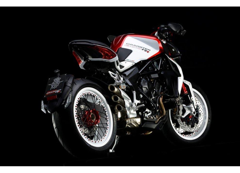 Pirelli Diablo Rosso II scelto da MV Agusta Brutale 800 RR e Brutale Dragster 800 RR - Foto 3 di 5