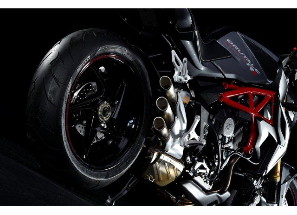 Pirelli Diablo Rosso II scelto da MV Agusta Brutale 800 RR e Brutale Dragster 800 RR