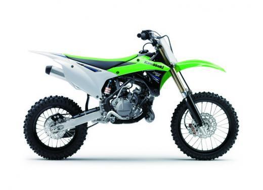 Nuova Kawasaki KX85, nuovo design e maggiori prestazioni per i futuri campioni di cross - Foto 2 di 8