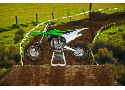 Nuova Kawasaki KX85, nuovo design e maggiori prestazioni per i futuri campioni di cross - Foto 8 di 8