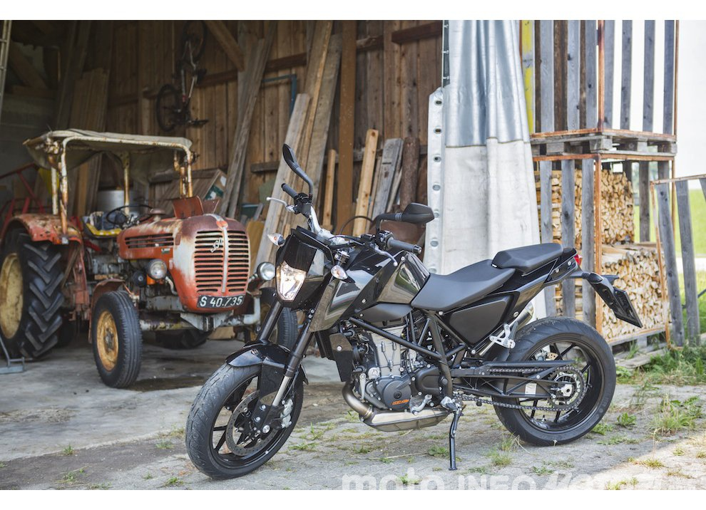 Nuova KTM 690 Duke 2016 - Foto 2 di 21