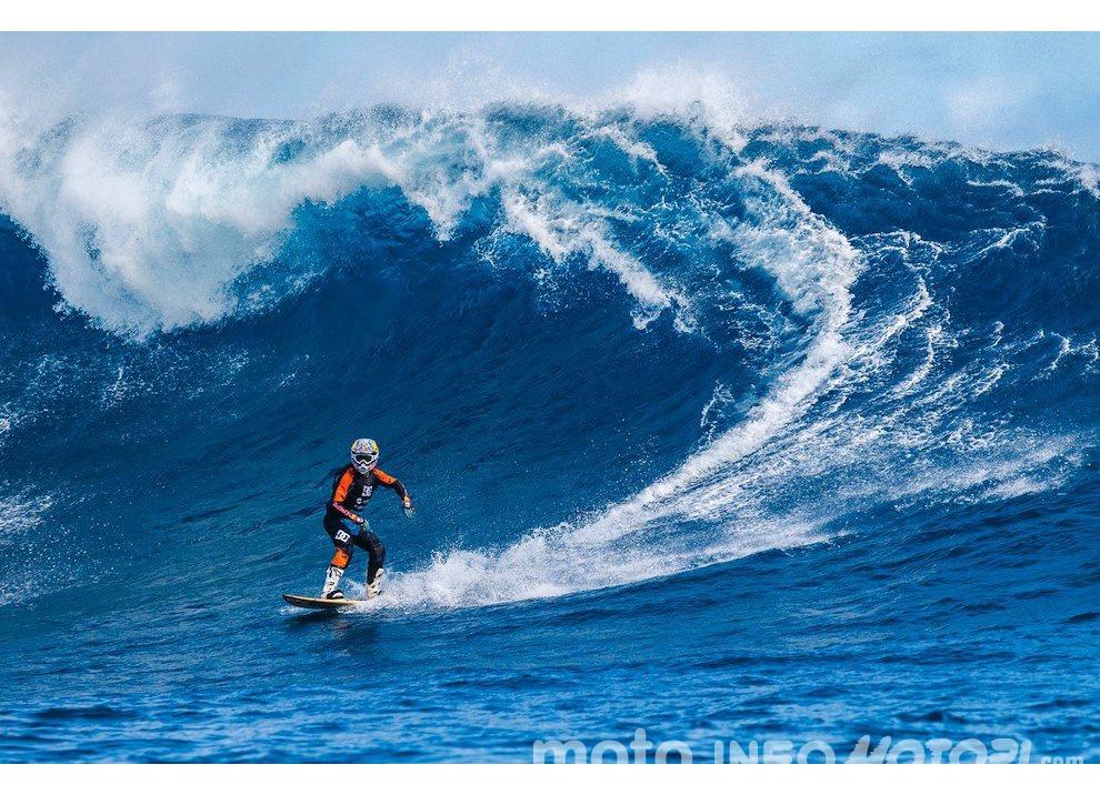 Robbie Maddison fa Surf con una KTM 450 a Thaiti, il video - Foto 6 di 10
