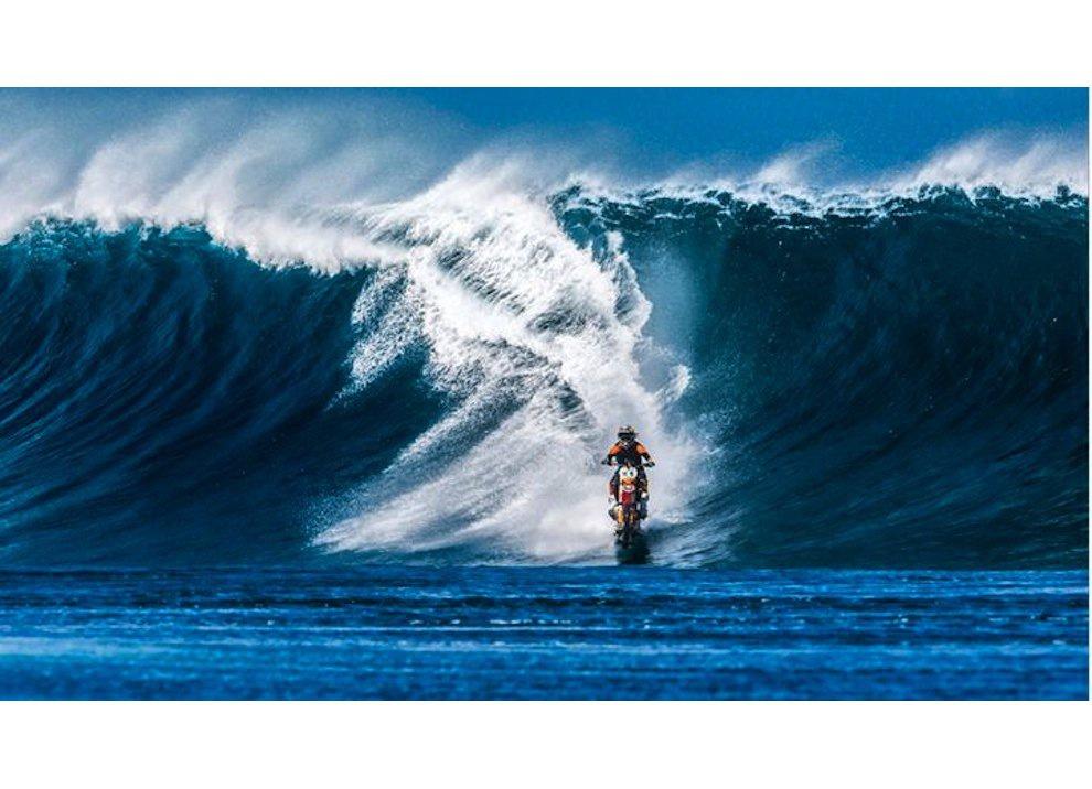 Robbie Maddison fa Surf con una KTM 450 a Thaiti, il video - Foto 8 di 10