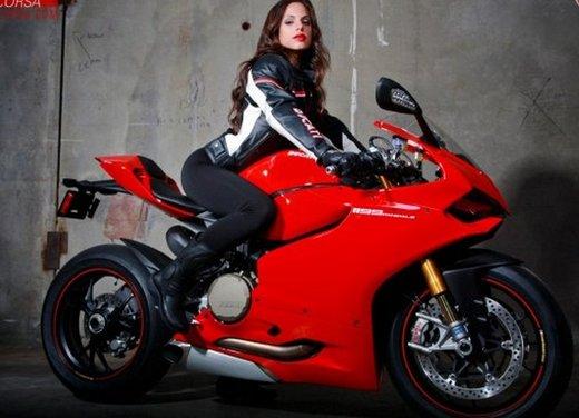 Ducati 1199 Panigale e la sexy biker - Foto 10 di 20