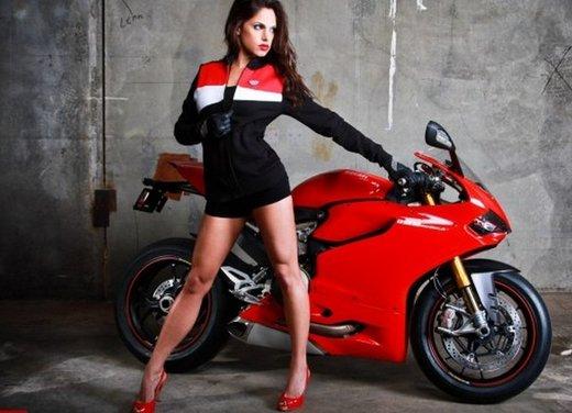 Ducati 1199 Panigale e la sexy biker - Foto 16 di 20