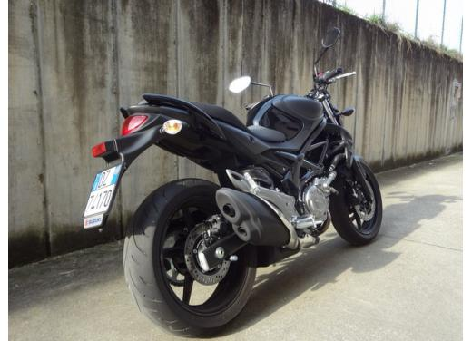 Suzuki Gladius 650 ABS: test ride della naked pratica ma con stile - Foto 8 di 15