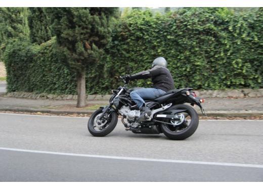 Suzuki Gladius 650 ABS: test ride della naked pratica ma con stile - Foto 3 di 15