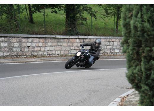 Suzuki Gladius 650 ABS: test ride della naked pratica ma con stile - Foto 4 di 15