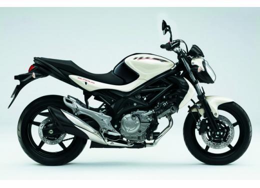 Suzuki Gladius 650, nuove grafiche per la naked bicilindrica di media cilindrata - Foto 5 di 5
