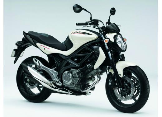 Suzuki Gladius 650, nuove grafiche per la naked bicilindrica di media cilindrata - Foto 2 di 5