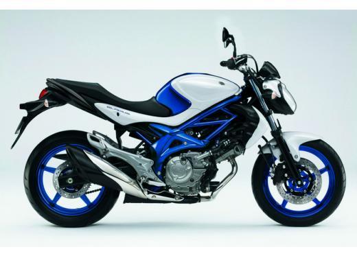 Suzuki Gladius 650, nuove grafiche per la naked bicilindrica di media cilindrata - Foto 3 di 5