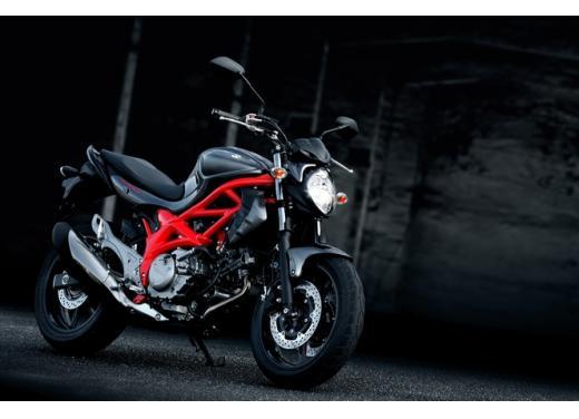 Suzuki Gladius 650, nuove grafiche per la naked bicilindrica di media cilindrata - Foto 1 di 5