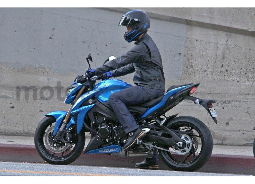 Suzuki GSX-S1000 ABS, la nuda da 146CV per aggredire la strada - Foto 6 di 10