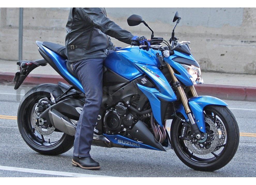 Suzuki GSX-S1000 ABS, la nuda da 146CV per aggredire la strada - Foto 8 di 10