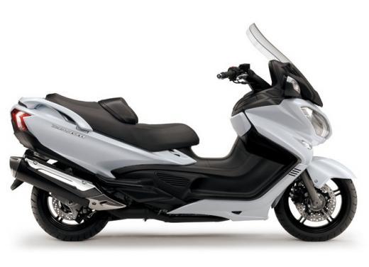 Suzuki Burgman 400 e 650 listino prezzi a partire da 7190 euro - Foto 2 di 5