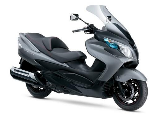 Suzuki Burgman 400 e 650 listino prezzi a partire da 7190 euro - Foto 1 di 5