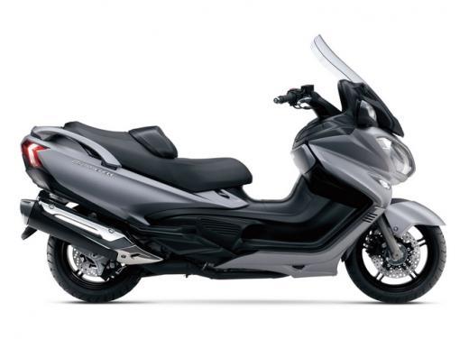 Suzuki Burgman 400 e 650 listino prezzi a partire da 7190 euro - Foto 4 di 5
