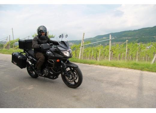 Suzuki V-Strom 650: fino al 31 luglio,  kit Urban in omaggio