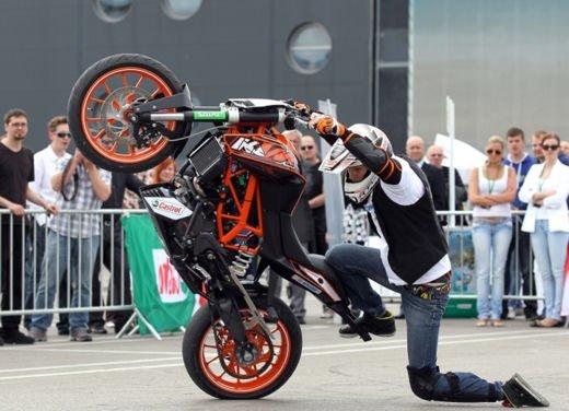 KTM Duke 125 e le evoluzioni dello stunt  Rok Bagoros